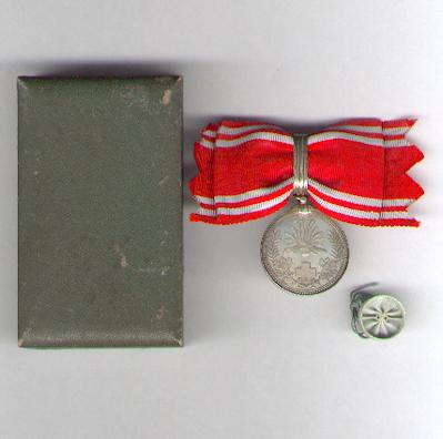 Imperial Red Cross Society (日本赤十字社 nihon sekijūji sha) Membership Medal on Ladies' bow in original case of issue