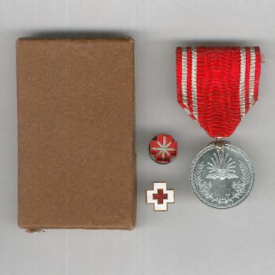 Imperial Red Cross Society (日本赤十字社 nihon sekijūji sha) Membership Medal with enamel badge and buttonhole rosette in original case of issue