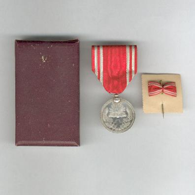 Imperial Red Cross Society (日本赤十字社 nihon sekijūji sha) Membership Medal with stickpin in original case of issue