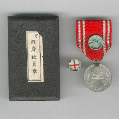 Imperial Red Cross Society (?????? nihon sekij?ji sha), Lifetime Membership Medal for Men, with lapel badge, in original case of issue, World War II era