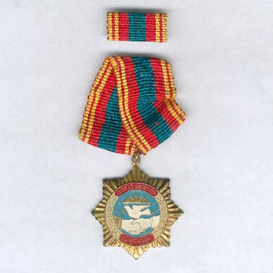 Friendship Medal, 1982-1992 issue, with ribbon bar