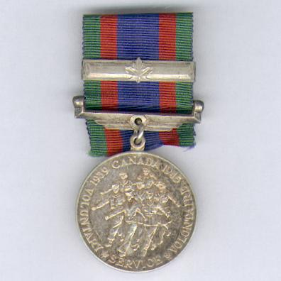 Canadian Voluntary Service Medal, 1939-1945, with maple leaf overseas clasp