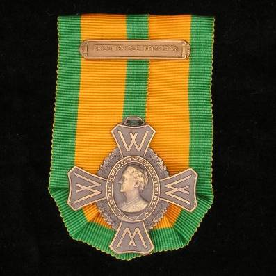 Commemorative War Cross (Oorlogs-herinneringskruis) with 'KRIJG TER ZEE 1940-1945' clasp by Firma A. Tack of Breda