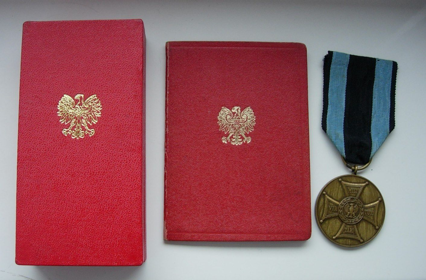 Medal for Merit on the Field of Glory (Medal Zasluzonym na Polu Chwaly), bronze, with Polish Mint mark and document of issue