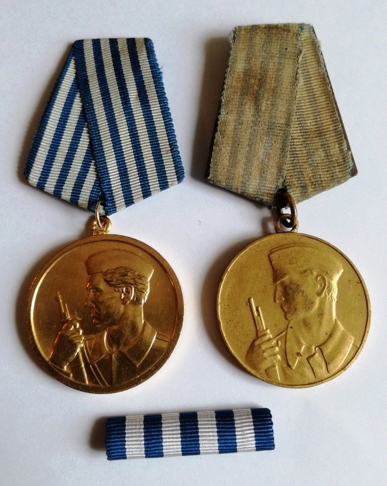 Medal for Bravery (Medalja za Hrabrost), version by MONDVOR and version by IKOM with a ribbon bar