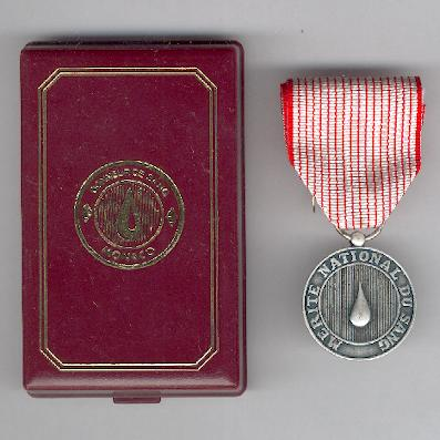 National Merit Medal for Blood, silver (Médaille du Mérite National du Sang d'argent) in original case of issue by Sbirazoli