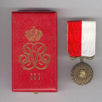 Medal of Honour, III class, in case of issue (Médaille d'Honneur, IIIème classe, dans son écrin d'origine), Rainier III issue