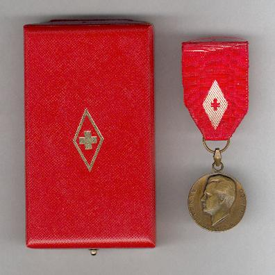 Medal of Recognition of the Red Cross of Monaco, I class, in original fitted embossed case of issue by Arthus Bertrand, Paris (Médaille de la Reconnaissance de la Croix-Rouge Monégasque, Ière classe, dans son écrin d'origine par Arthus Bertrand, Paris