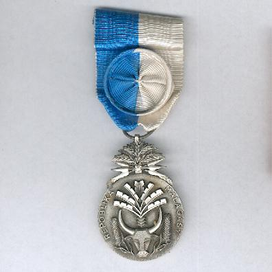 Order of Merit, officer (Order du Mérite, officier), 1960-1975 issue