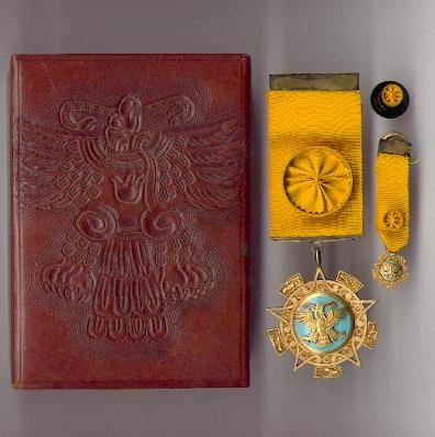 Order of the Aztec Eagle (Orden Mexicana del Aguila Azteca) 4th class, in original embossed fitted case of issue with miniature and button-hole rosette