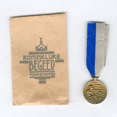 Air Defence Service Commemorative Medal (Herinneringsmedaille Luchtbeschermingsdienst), 1940-1945, with envelope of issue
