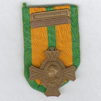 Commemorative War Cross with 'MIDDELLANDSE ZEE 1940 – 1945' and 'NORMANDIË 1944' bars (Oorlogs-herinneringskruis met 'MIDDELLANDSE ZEE 1940 – 1945' en 'NORMANDIË 1944' gespen