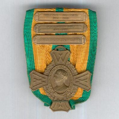 Commemorative War Cross 1940-1945 with rare Aerial Operations 1940-1945, Dutch East Indies 1941-1942 and East Asia South Pacific 1942-1945 clasps