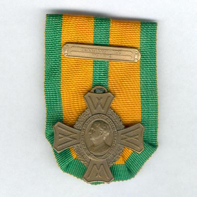 Commemorative War Cross 1940-1945 with Dutch East Indies 1941-1942 bar (Oorlogs-herinneringskruis 1940-1945 met Nederlandsche-Indië 1941-1942 gesp)
