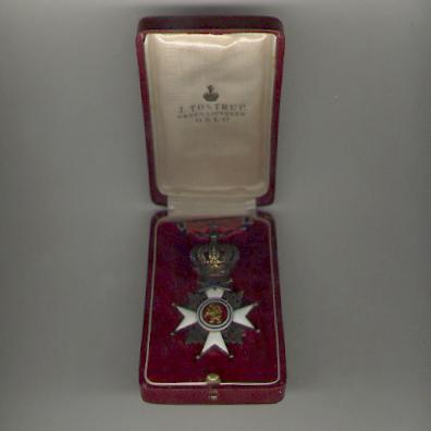 Royal Norwegian Order of St. Olav (Kongelige Norske St. Olavs Orden), 1st type, Military Division, knight, in later fitted case by J. Tostrup of Oslo