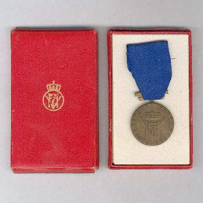 King Haakon VII's Freedom Medal (Konge Haakon VII's Frihetsmedalje), 1940-1945, in original case of issue