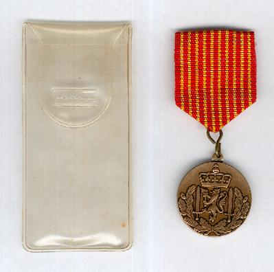 Royal Norwegian Army National Service Medal (Hærens Vernedyktighetsmedalje) in envelope of issue by Sporrong of Stockholm