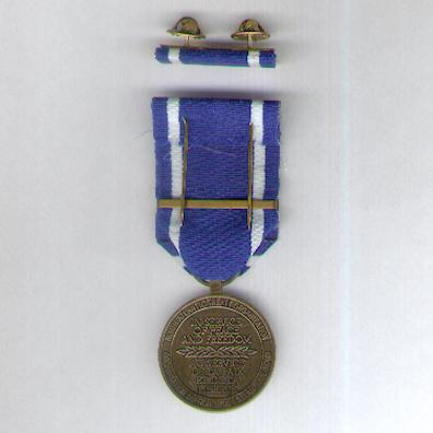 NATO Service Medal for Former Yugoslavia with 'Former Yugoslavia' bar, with ribbon bar, in original case of issue by Eekelers-Centini bvba of Hemiksem, Belgum