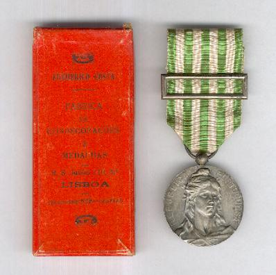 Military Medal for Exemplary Conduct (Medalha Militar de Comportamento Exemplar) 1910, silver, in rare original box of issue by Frederico Costa of Lisbon