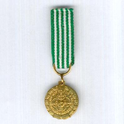Military Gold Medal for Exemplary Conduct (Medalha Militar de Oro de Comportamento Exemplar), since 1946, miniature