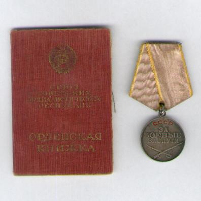 Medal for Combat Service, silver, 2nd type, 4th version, with associated award booklet