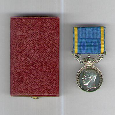 Royal Medal for Zeal and Probity in the Service of the Kingdom (Kunglig Medalj för Nit och Redlighet i Rikets Tjänst), Gustaf V, 1935, attributed, in fitted case of issue