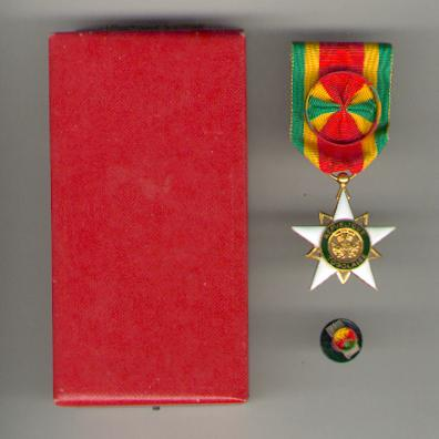 Order of Mono, officer, with buttonhole rosette, in fitted case of issue (Ordre du Mono, officier, avec rosette, dans son écrin d'origine) by Arthus Bertrand of Paris