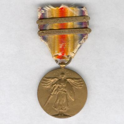 Inter-Allied Victory Medal, United States of America official issue, 1917-1918 with 'St. Mihiel' and 'Defensive Sector' clasps