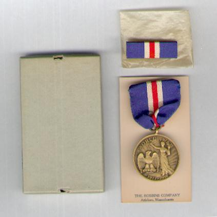 Connecticut.  World War I Service Medal, 1917-1918 with ribbon bar, in case of issue