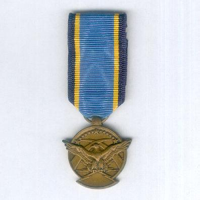 Aerial Achievement Medal, miniature