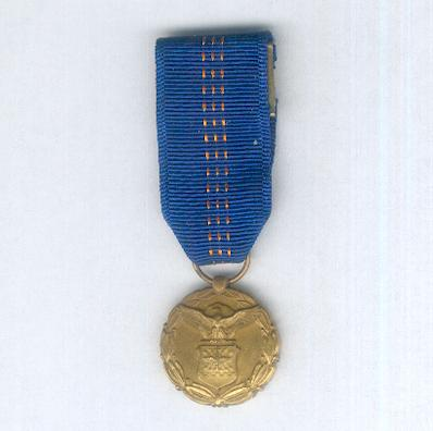 Medal medaille orders decorations and medals of the for Air force decoration for exceptional civilian service
