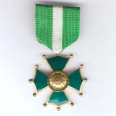Cross of the Armed Forces of Venezuela, third class (Cruz de las Fuerzas Terrestres Venezolanas, tercera clase)