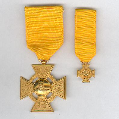 Military Order of General-in-Chief Rafael Urdaneta,  I class, gold-plated, for 30 years' service, with miniature (Orden Militar General en Jefe Rafael Urdaneta, Primera Clase, chapado en oro, por 30 años de Servicio, con miniatura)