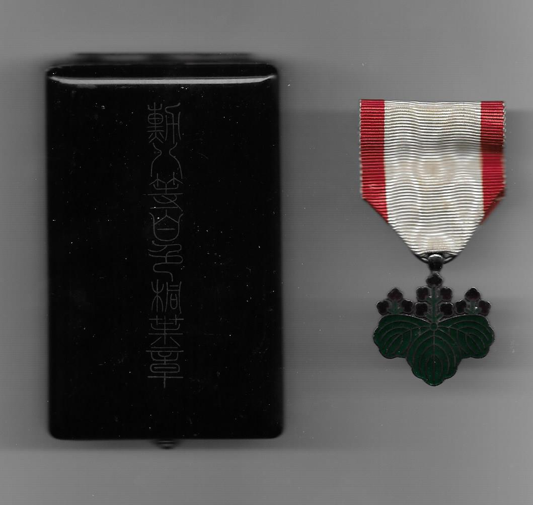 Order of the Rising Sun (旭日章 Kyokujitsu sho), VII class, in original fitted embossed wartime rio-nuri lacquer case of issue