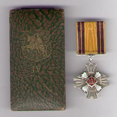 Order of Grand Duke Gediminas, IV class (Didžiojo Lietuvos Kunigaikščio Gedimino Ordino, laipsnio IV) 1930-1940 issue, in fitted embossed case of issue by Huguenin Frères of Le Locle, Switzerland