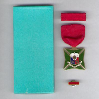 Long Service Medal, with ribbon bar and lapel bar, in case of issue by Angel Zamora of Manila