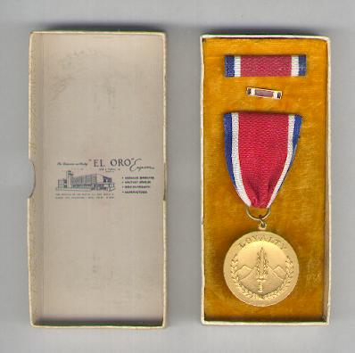 Resistance Medal 1941-1945, with ribbon bar and lapel pin, in pasteboard case of issue by El Oro of Quezon City