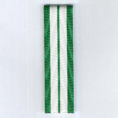 UNCERTAIN RIBBON. White with a narrow central green stripe and wider green edge stripes